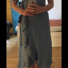 Super flot kjole fra boii🌸 Brugt 1 gang. XS (jeg bruger normalt S)