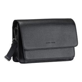 """Amanda-tasken er brugt i en ganske kort periode og fremstår derfor som ny. Den har tre rum, hvor et af dem er med lynlås. Desuden indeholder den bagerste lomme en lille """"ekstra lomme""""  Kom gerne med et seriøst bud :)"""