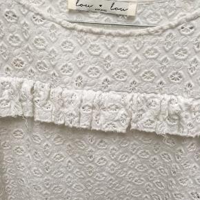 ALT TØJ SÆLGES BILLIGT OG TIL EN FAIR PRIS, DA JEG SKAL AF MED DET!!!! ER ÅBEN FOR BUD!!!   Super sød trøje - bruger den ikke