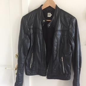 Klassisk velholdt biker jakke i sort lammeskind