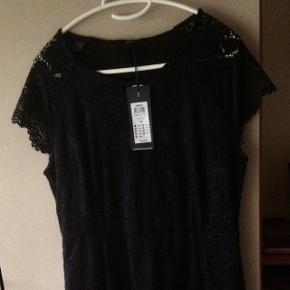 Ny sort blondekjole Only str 42, sidder rigtig flot, nypris 300kr sælges til mp 200kr