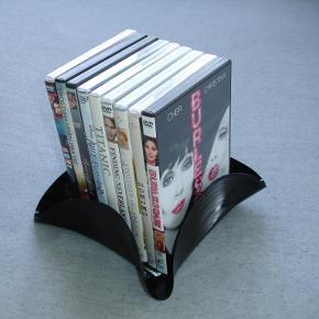"""Brand: LP Varetype: holder til dvd film - retro Størrelse: - Farve: -  LP dvd holder / skål Alle er forskellige i form og """"band"""".  1 stk. 45kr pp. 2 stk. 80kr. pp  Portoen er bare et gæt ;)    * * * Se også mine andre annoncer * * *"""