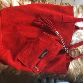Italiensk let lædertasker i god kvalitet. Med lille pung - blød og super lækker