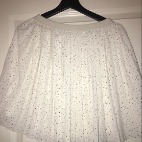 Sød nederdel fra Envii. Jeg sælger den matchende top til