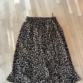 Leo-nederdel fra Pigalle.