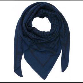 Sælger dette fantastiske Lala Berlin tørklæde i str medium.Kun brugt få gange 😊
