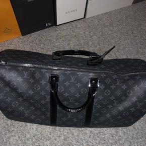 Super fed  Louis Vuitton dufflebag  Str 55  Cont 9 Mp 4000 Bin byd  Søger også trades hvis det er