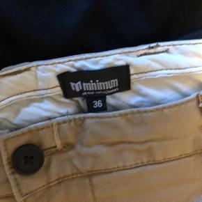 Beige bukser fra minimum, brugt en gang og derefter har de bare lagt i skabet.