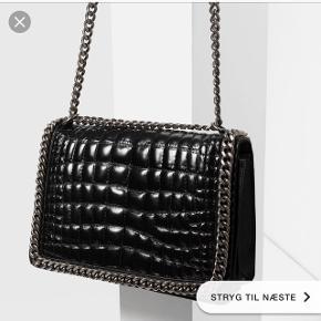 Da jeg ikke lige er hjemme så blev det lige et billede fra google!Sælger min elskede zara taske, da jeg desværre ikke får den brugt længere! Skriv gerne hvis i har et bud eller vil se billeder af min egen!