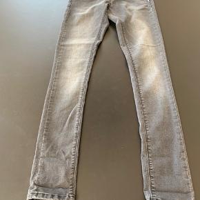 Sælger disse grå slidte jeans fra Cost:bart, str. M/W25.