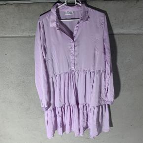 Lilla kjole fra VRS som aldrig har været brugt