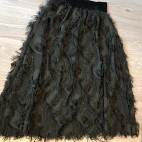 Flot nederdel str M/L(elastik talje) fra lille butik i Milano.