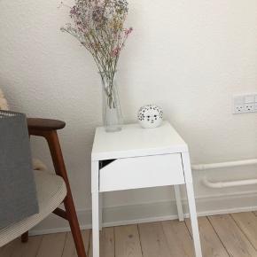 IKEA natbord sælges grundet flytningen. Kan hentes i randers snarest