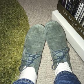 Vildt flotte, bløde og behagelige sko. Brugt en del, men udenpå er de som nye :)