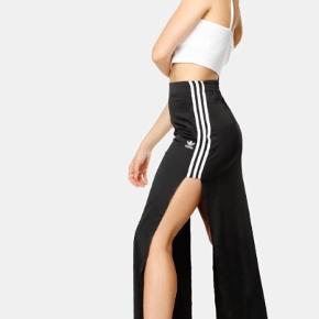 Sælger denne Adidas nederdel, der er brugt få gange. Størrelse small