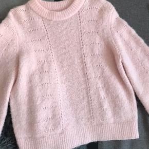 Sælger denne fine Samsøe & Samsøe sweater 💕 Den er brugt et par gange, men der er ingen pletter på. Nypris 1000 kr