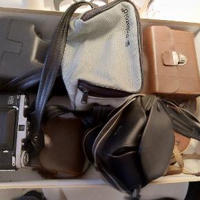 Agfa Billy Clark (1930) med taskeNettar zeis ikon Agfa synchro box med blitz og taske 2xpolaroid Canon Eos 5000  Tænker mp 350 men byd endeligt