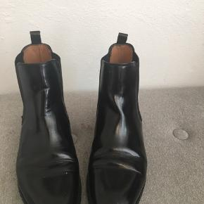 Næsten ubrugte støvler fra &OtherStories i rigtig fin stand. Købt for store, derfor kun brugt meget få gange.