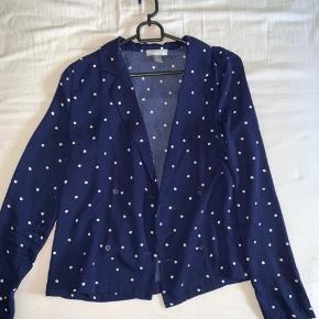 Blazer / skjorte men polkaprikker Str xs/s Købt i message af mærket Frakment