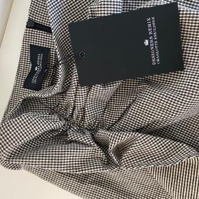 Designers Remix nederdel. Str 38. Mp 600kr. Np 1200kr