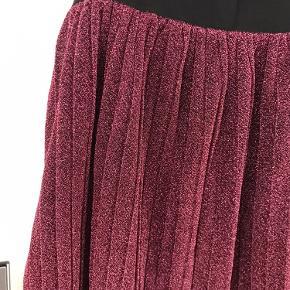 Passer også 36/38 Brugt få gange  Smuk glimmer nederdel     #GøhlerSellout