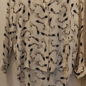 Skjorte fra Samsø Samsø i 100% silke.  Den er lidt stor i størrelsen.  Kom endelig med et bud ☀️