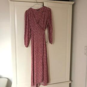 Flot kjole brugt en gang i str small byd