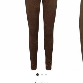 Carla leggings i str xs men passer nemt en small også da de er meget elastiske . Mp 350 pp (halv pris af butikspris) .  Tager ikke imod bud under. Har lige sat dem 150 kr ned.