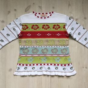 Fin strik kjole i bomuld fra MD strik. Det er en kollektionsprøve og derfor uden vaskemærke. Den skal vaskes på 40 grader og liggetørres. Længde 49 cm Overvidde 42 cm