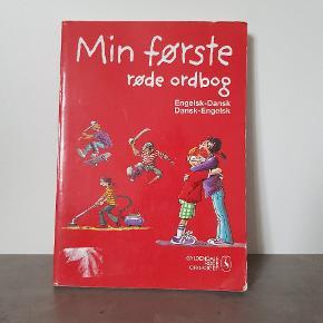 Min første engelsk ordbog. • Den er i fin stand, og er fra røg og dyre fri hjem. • Helst gerne kontant, da det er til min datters sparegris. • Den kan afhentes i 6700.