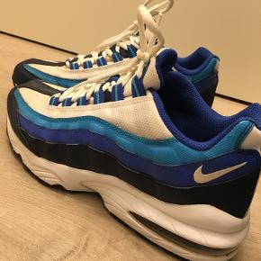 Nike sko, med en lille skramme på en af indersiderneNp: 1200 kr    byd