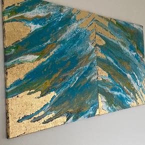 Meget flot maleri som jeg har malet i weekenden utrolig smukt stykke kunst ,fantastisk blå farve med guldflager som vil pynte dit hjem 💙💙🧡💛🤎 Str.60x80cm som et sæt str.120x80 malerier kan hænges samlet eller hver for sig