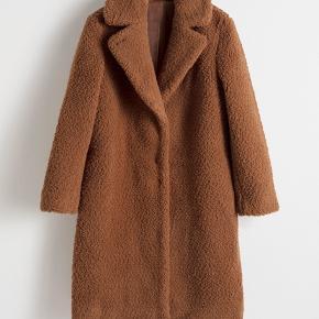 & Other Stories teddy faux fur coat brugt 3-4 gange (i ganske kort tid) og fejler intet.  Nypris kr. 1150.