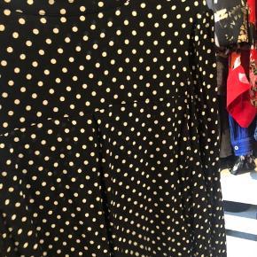 Sød skjorte - Sort med hvide prikker.
