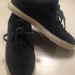 Nike SB sneakers, midnight blue, ruskind/stof. Brugt minimalt.