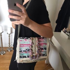 OVERVEJER - Mega flot kooreloo-lignende taske sælges, håndlavet i Grækenland, nypris var omkring 800kr, BYD  Tjek også mine andre annoncer ud