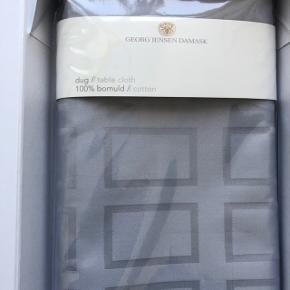 """Georg Jensen dug i modellen """"BLOCK Opal Grey"""" med målene 140x240cm. Den er aldrig brugt. Nyprisen var 1500kr. 💐  Google evt. farven """"Block Opal Grey"""""""
