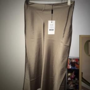 Look a like silke nederdel