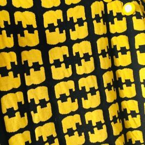 Den fine elefant-kjole fra Margot, str xl. Bemærk lidt fnuller, eksempel billede 3