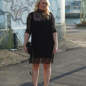 Smuk blondekjole fra Ganni. Bla. Set på bloggeren Jeanett. Størrelsen er normal