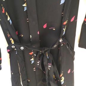 Kjolen er brugt få gange, og kun vasket en enkelt gang.