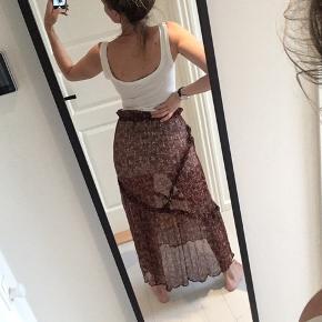 Viiiildt smuk Ganni nederdel. Populær model der ikke kan fåes længere.