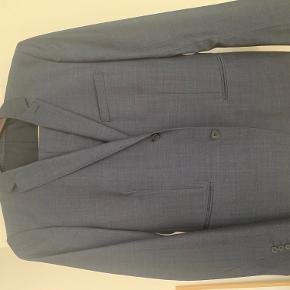 TopMan suit sharkskin Blue, Size is a european 52 but it fits extremely small much closer to a 48-50. Trousers are a 48 and have been Tapered in the leg.