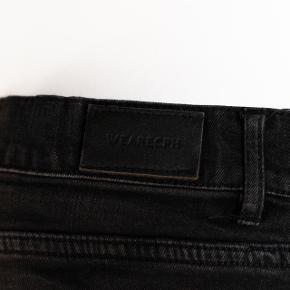 Brand: WEARECPH Varetype: Jeans (Slim) Størrelse: 32/32 Farve: Sort med afvaskede detaljer Oprindelig købspris: 500  Har været brugt i en kort periode men fremstår uden brusgtegn og slid. Er slimfit.  Vær opmærksom på at køber betaler fragten.