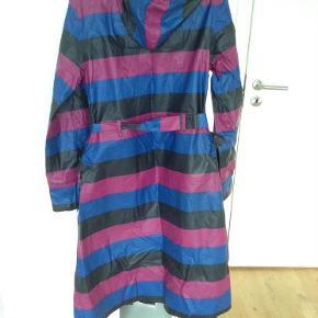 Varetype: Regnfrakke Farve: Se Oprindelig købspris: 1200 kr.