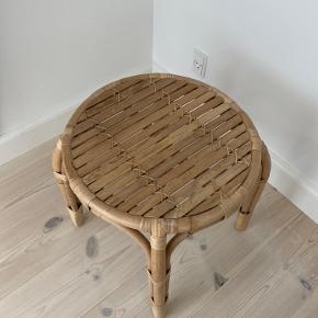 Sælger dette fine flettede bord, kan også bruges som en sød lille skammel🐿