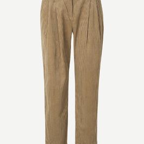Brugt en gang :) rigtig fede fløjlsbukser fra Samsøe. Sælges da de er for store