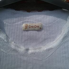 Hvid Chacha T-shirt str. S  🌞 Ved køb af flere ting. Skriv til mig inden du vælger køb nu. Så samler jeg det sammen i en pakke og en porto 🌞