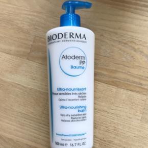 Helt ny og uåbnet Bioderma Atoderm PP Baume. (Bodylotion). 500 ml. Velegnet til meget tør og sensitiv hud. Modvirker alvorlig og tilbagevendende udtørring af huden. Testet under dermatologisk kontrol. Uden parabener. Uden parfume. Allergitestet.  Holdbarhed til Oktober 2020.   Nypris 259,-