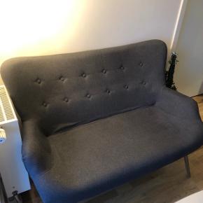5 mdr gammel 2'er sofa sælges pga flytning.